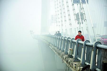 #(生态)(2)吉林市遭遇大雾 气象台发布大雾橙色预警